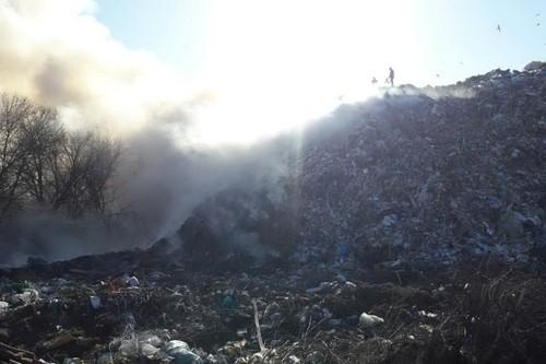 Под Харьковом загорелся мусорный полигон