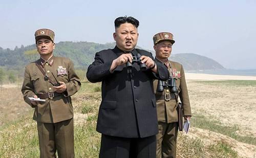 """Ким Чен Ын приказал военным приготовиться """"сломать вражеский хребет"""""""