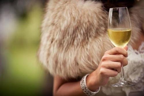 Нервным женщинам необходимо ежедневно пить шампанское, - ученые