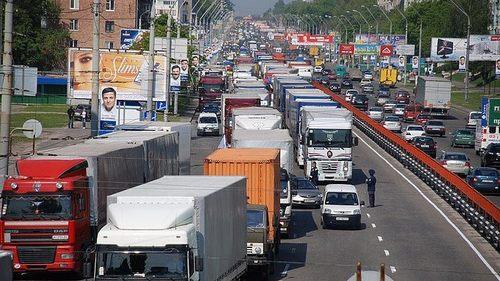 В Украине запретили движение грузовиков в жару