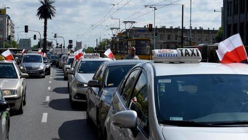 В Польше тысячи таксистов выехали на акцию протеста против Uber