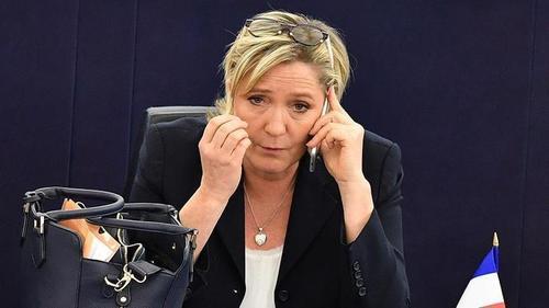 Ле Пен лишили депутатской неприкосновенности