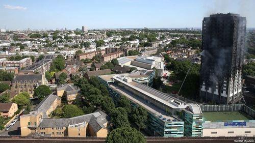 В Лондоне сгорело в многоэтажке 30 человек, 65 пропало