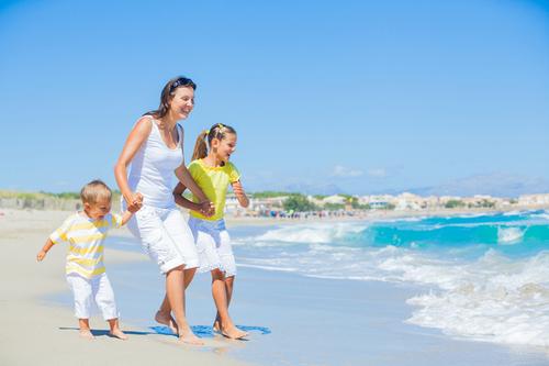 С детьми на пляже: 12 полезных советов для родителей