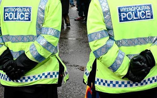 На юге Лондона автомобиль протаранил толпу подростков, есть погибший