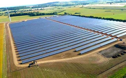 Энергия солнца впервые обгонет атомную в 2017 году