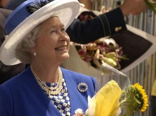Елизавета II отрекается от престола