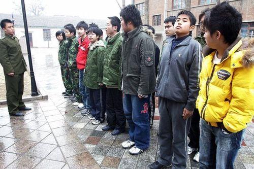 Фатальная реабилитация: как в Китае лечат от интернет-зависимости