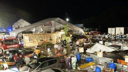 Ураган завалил шатер на фестивале пива в Австрии: есть погибшие, десятки раненых