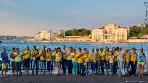 Украинские патриоты вышли на набережную Севастополя