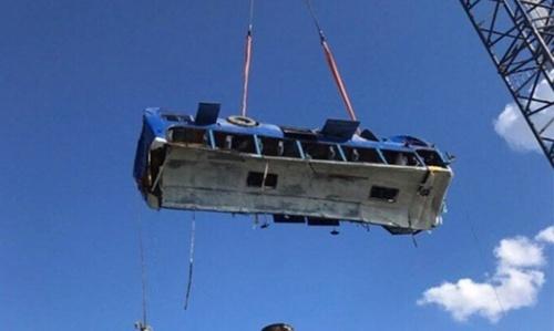 В Краснодарском крае автобус упал в воду со строящегося пирса