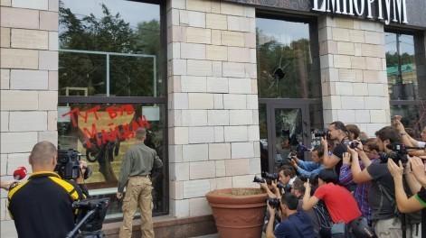В Киеве разгромили магазин, где были стерты граффити Евромайдана