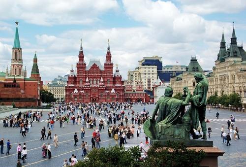 В Москве массовые эвакуации – телефонные хакеры заминировали здания и Красную площадь