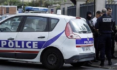 """Во Франции мужчина с криками """"Аллаху акбар"""" напал на прохожих"""