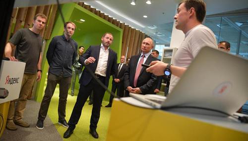 Владимир Путин приехал в «Яндекс» посмотреть на искусственный интеллект. Сразу после его визита здание эвакуировали