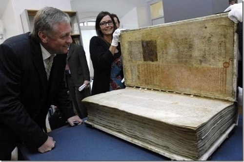 Как выглядит самая тяжелая книга