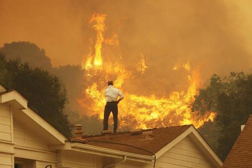 Число жертв масштабных пожаров в Калифорнии возросло, 155 человек пропали без вести