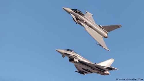 В Испании после военного парада разбился военный самолет, пилот погиб