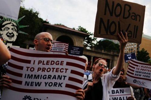 Трамп разрешил пускать в США беженцев отовсюду, кроме 11 стран