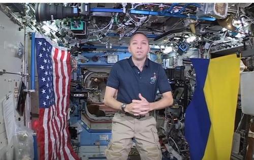 Американский астронавт взял с собой на МКС флаг Украины