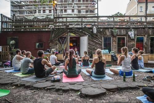 Новый тренд во всем мире – пивная йога!