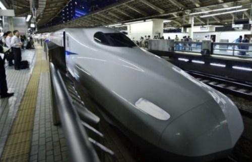 Японская железная дорога извинилась за поезд, уехавший на 20 секунд раньше