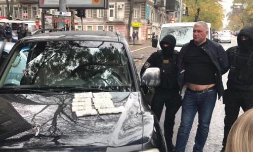 В Затоке депутатов и чиновников задержали при получении взятки
