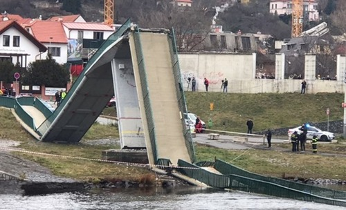 В Праге обрушился мост, есть пострадавшие
