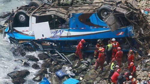 В Перу автобус упал в пропасть, погибли 36 человек