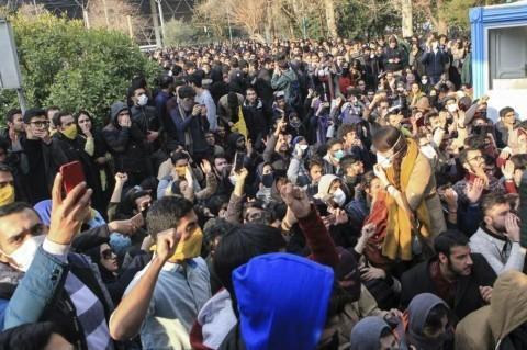 Иранские военные заявили о прекращении акций протеста