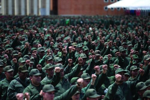 Венесуэльский кризис: Почему военные верны Мадуро