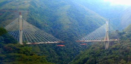 В Колумбии обрушился строящийся мост: погибли 10 человек