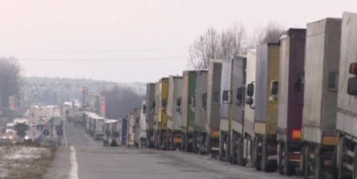 Протестующих на границе с Польшей разогнали дальнобойщики