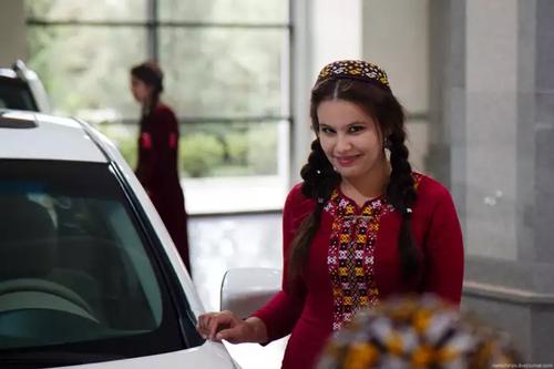 В Туркменистане женщинам отказываются продлевать водительские права