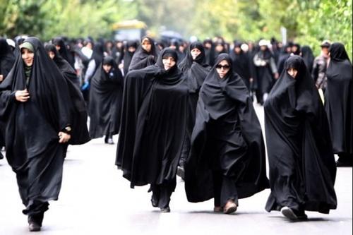 В Иране женщина получила два года тюрьмы за то, что сняла хиджаб на улице