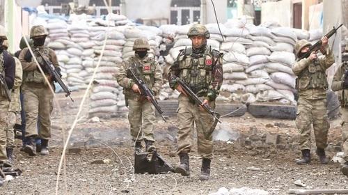 Турецкие военные окружили Африн