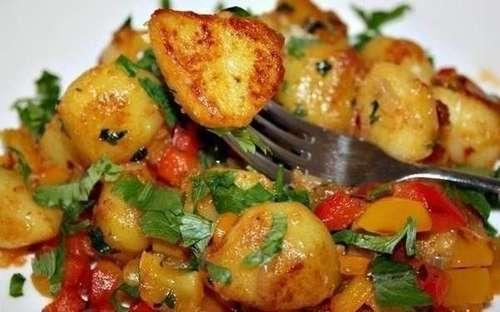Мамины секреты «Пикантная картошка с болгарским перцем»