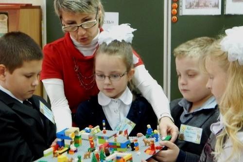 Все ученики первых классов в Украине бесплатно получат обучающие наборы LEGO
