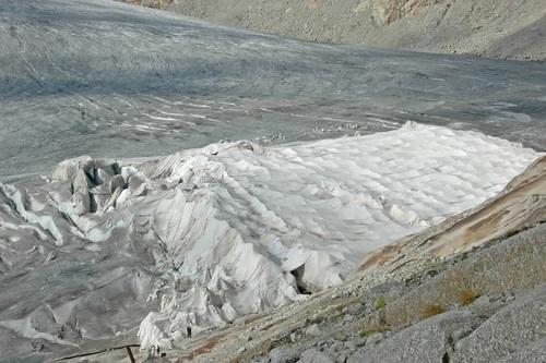 Швейцарцы спасают ледники одеялами