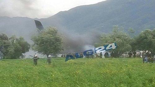 В Алжире разбился самолет с военными на борту (ВИДЕО)