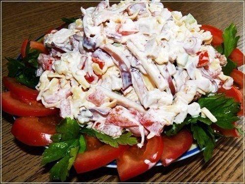 Салат с кальмарами и чесноком