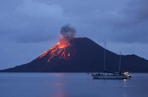 На Гавайях продолжается извержение вулкана Килауэа (ВИДЕО)