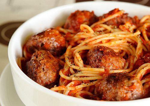 Мамины секреты «Спагетти с мясными шариками в томатном соусе»