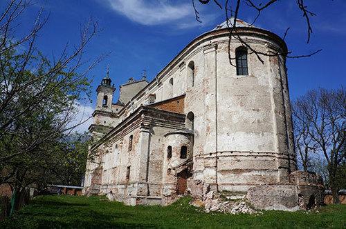 Достопримечательности Украины: Коллегиальный костел Святой Троицы