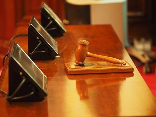 Родители подали в суд на сына из-за отказа уходить из дому
