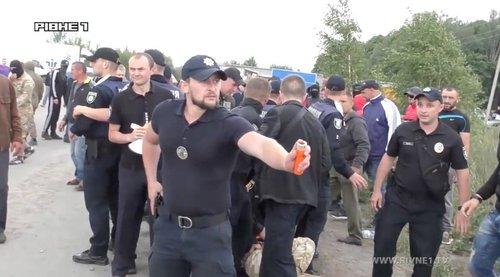 Копатели янтаря избили полицейских на Ровенщине
