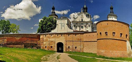 Достопримечательности Украины: Кармелитский монастырь-крепость