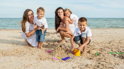 10 цікавих пляжних ігор для дітей