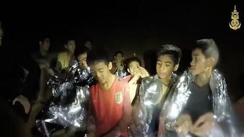 Все 12 детей и тренер подняты на поверхность из пещеры в Таиланде