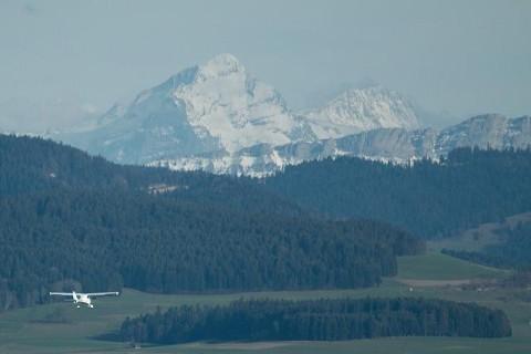 В Альпах потерпел крушение самолет: все пассажиры и пилот погибли